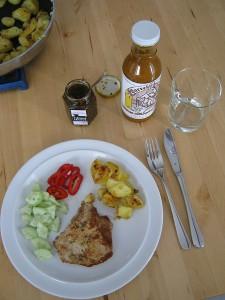 Gegrilltes Fleisch und scharfe Saucen - fruchtige Barbecue-Sauce und spanisches Chimichurri von Pepperworld 2015
